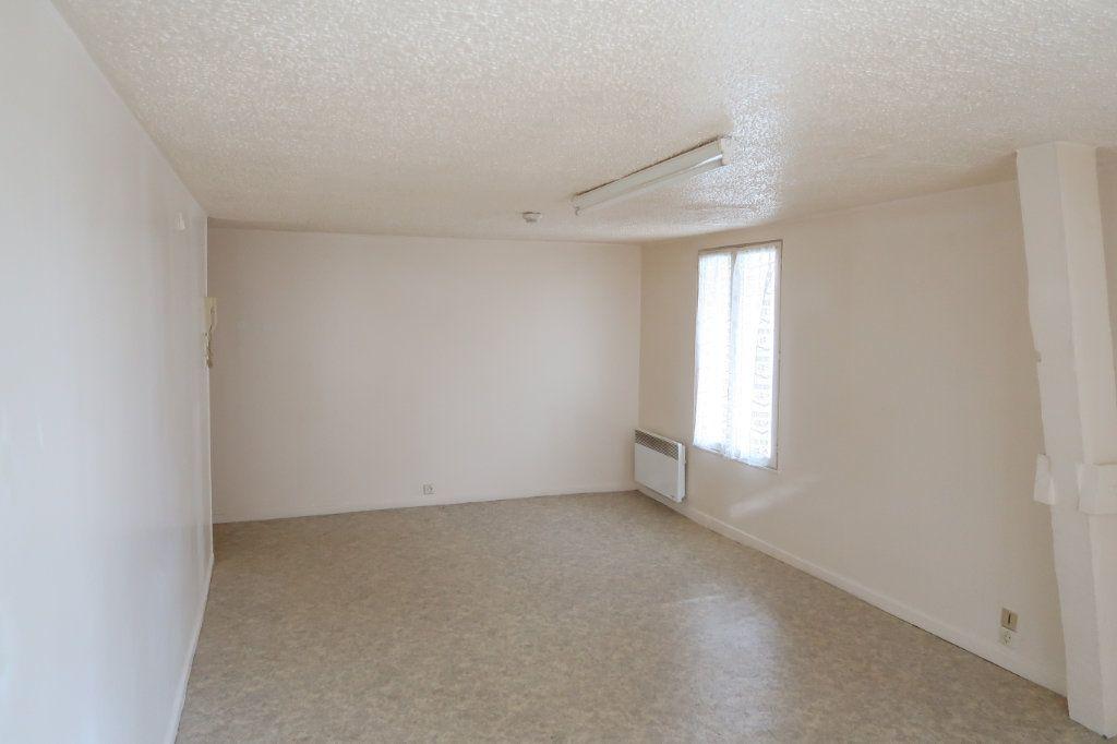 Appartement à louer 1 23m2 à Saint-Quentin vignette-4