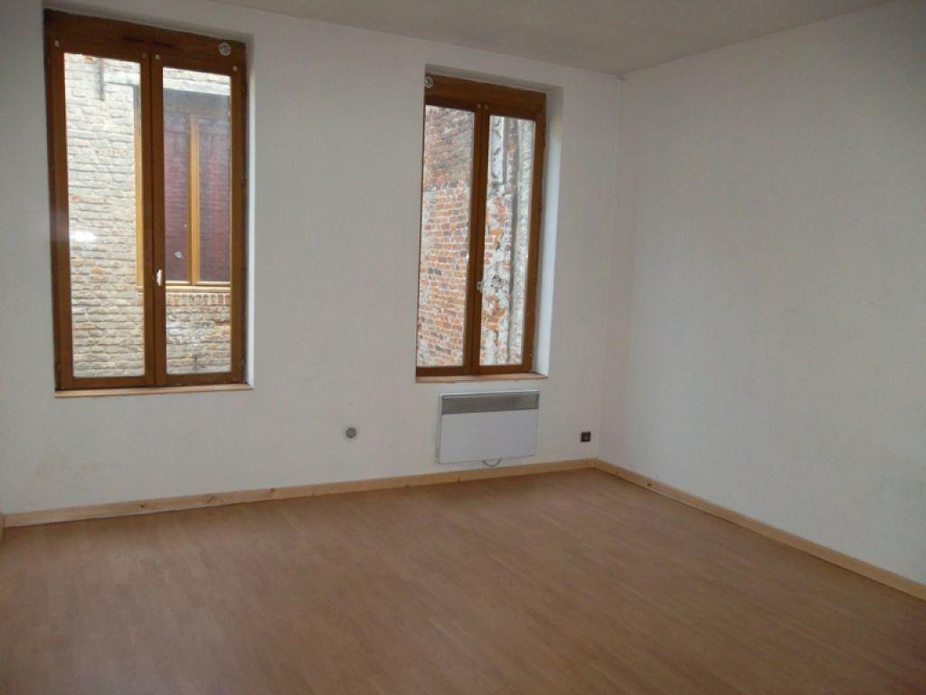Appartement à louer 3 77m2 à Saint-Quentin vignette-3