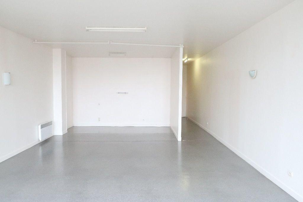 Appartement à louer 1 61.62m2 à Saint-Quentin vignette-3