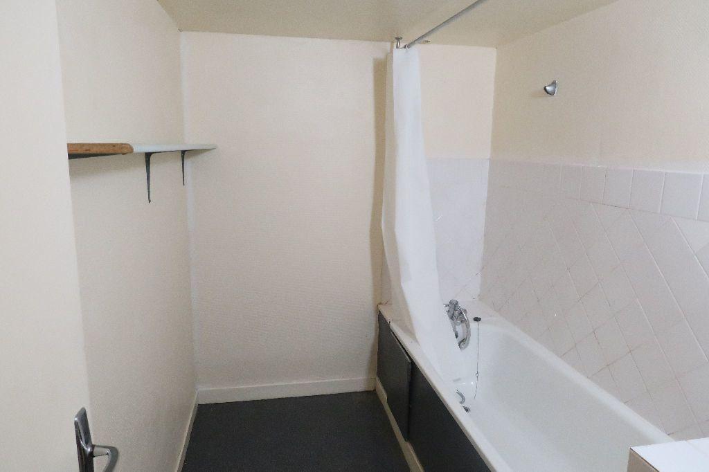 Appartement à louer 1 61.62m2 à Saint-Quentin vignette-5