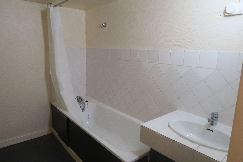 Appartement à louer 1 61.62m2 à Saint-Quentin vignette-6