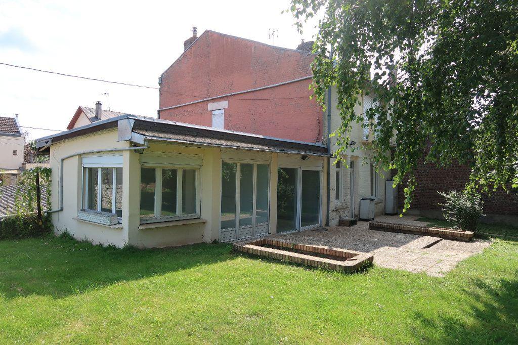 Maison à louer 7 140.85m2 à Saint-Quentin vignette-1