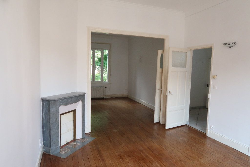 Maison à louer 7 140.85m2 à Saint-Quentin vignette-3