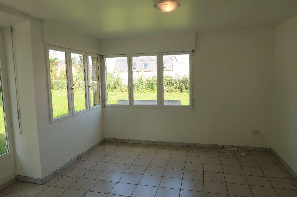 Maison à louer 7 140.85m2 à Saint-Quentin vignette-6
