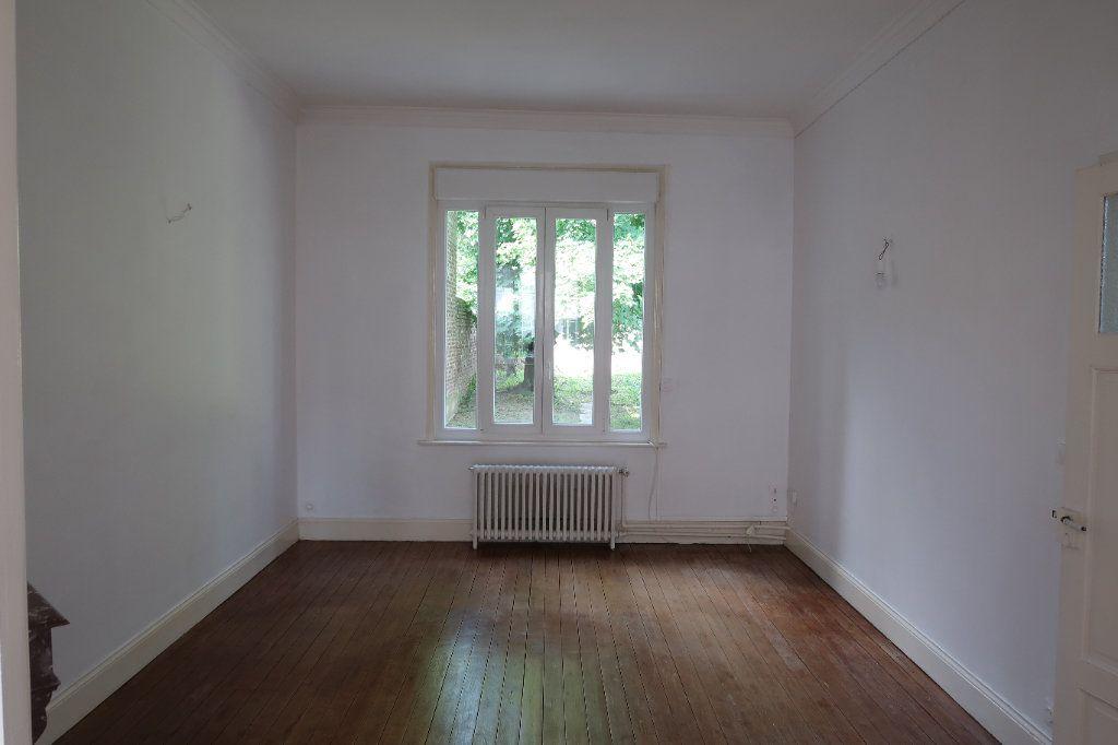 Maison à louer 7 140.85m2 à Saint-Quentin vignette-8