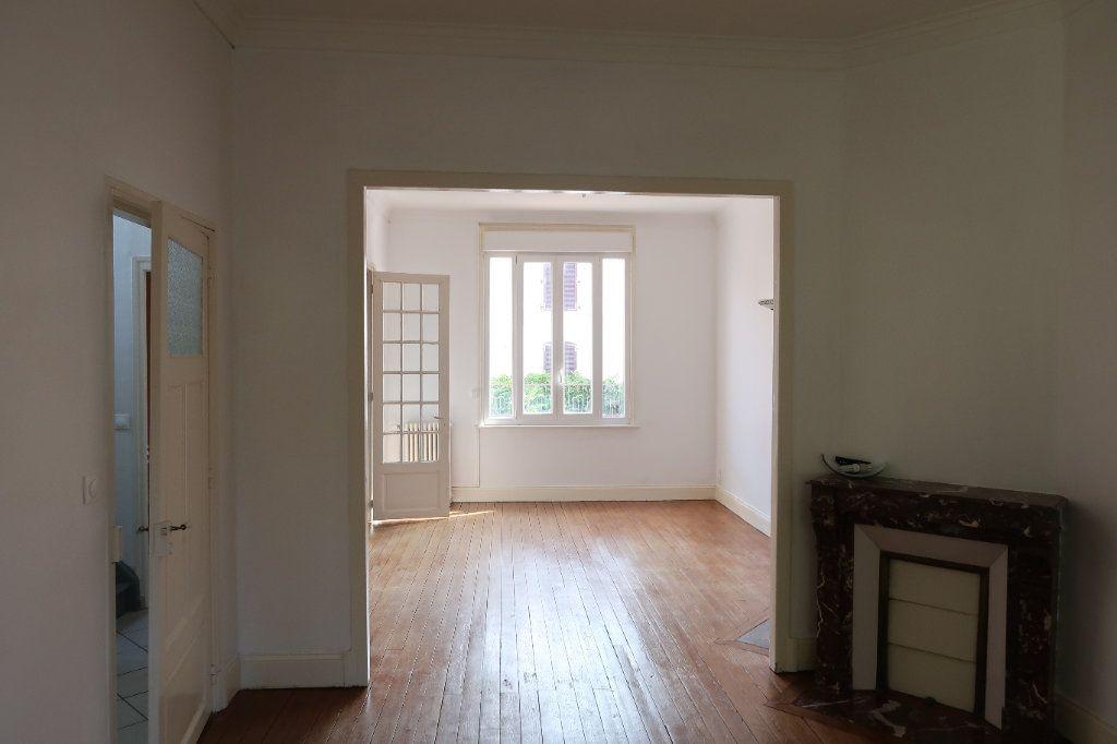Maison à louer 7 140.85m2 à Saint-Quentin vignette-9