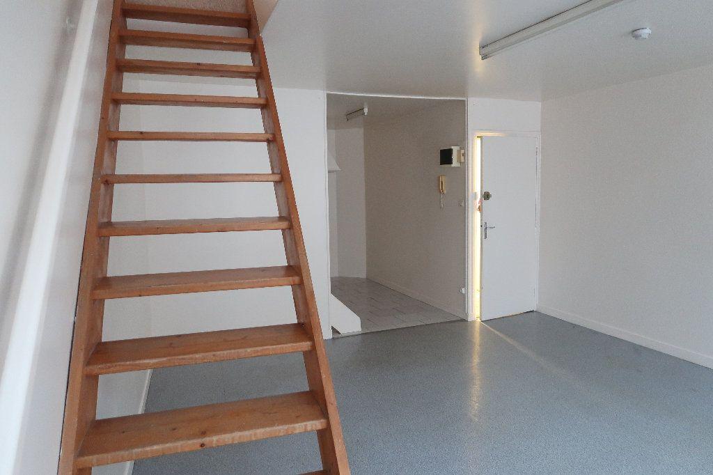 Appartement à louer 2 56.1m2 à Saint-Quentin vignette-2