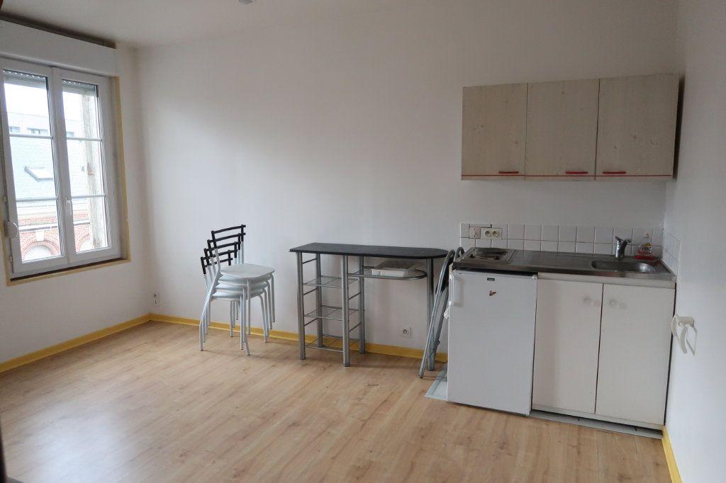 Appartement à louer 2 28m2 à Saint-Quentin vignette-1
