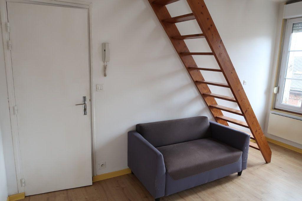 Appartement à louer 2 28m2 à Saint-Quentin vignette-2