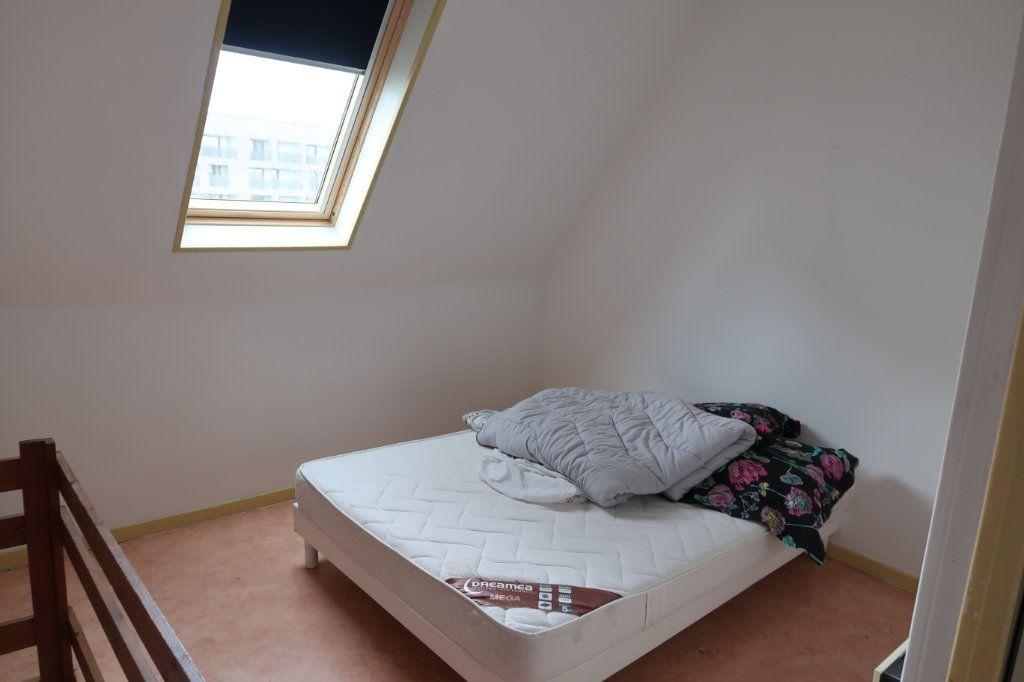 Appartement à louer 2 28m2 à Saint-Quentin vignette-3
