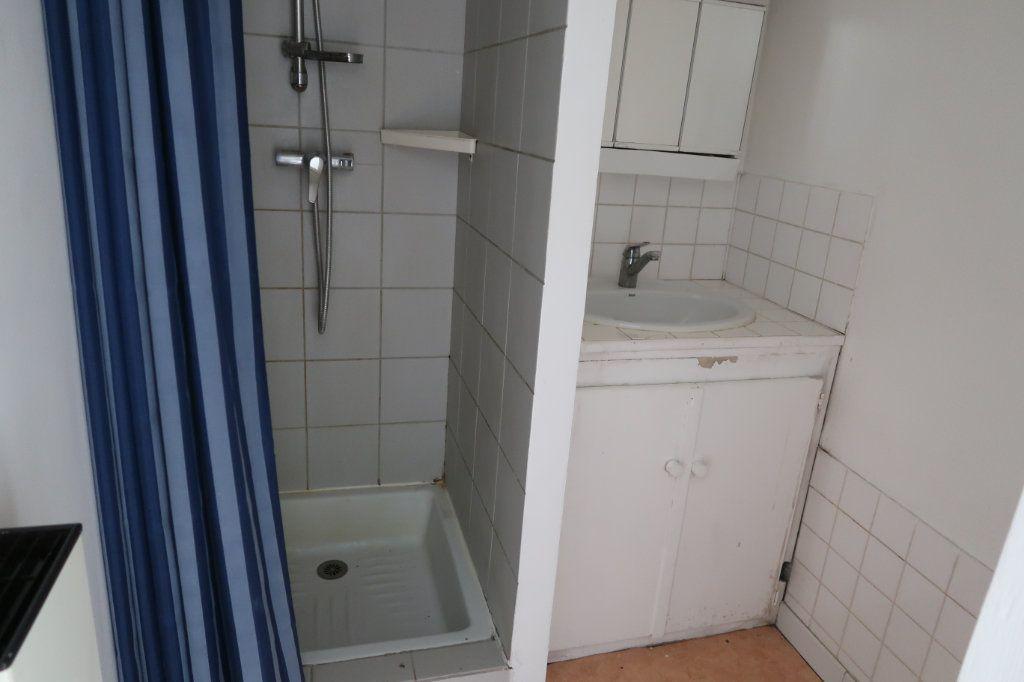 Appartement à louer 2 28m2 à Saint-Quentin vignette-4