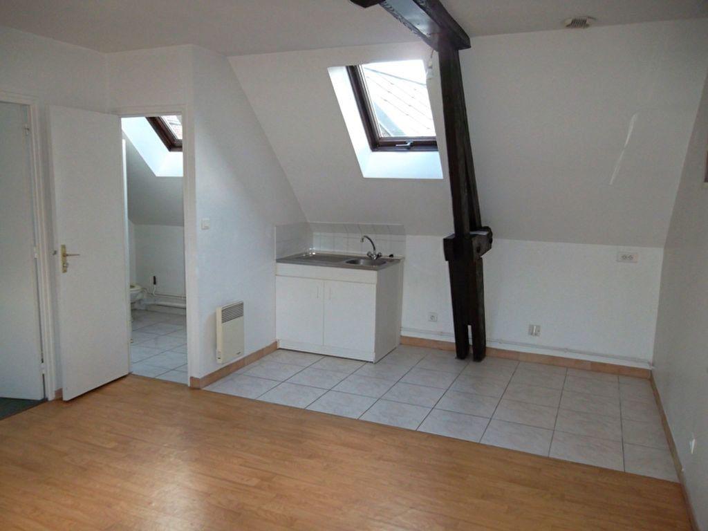 Appartement à louer 2 30.3m2 à Saint-Quentin vignette-1