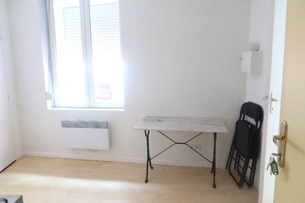 Appartement à louer 1 15.6m2 à Saint-Quentin vignette-1