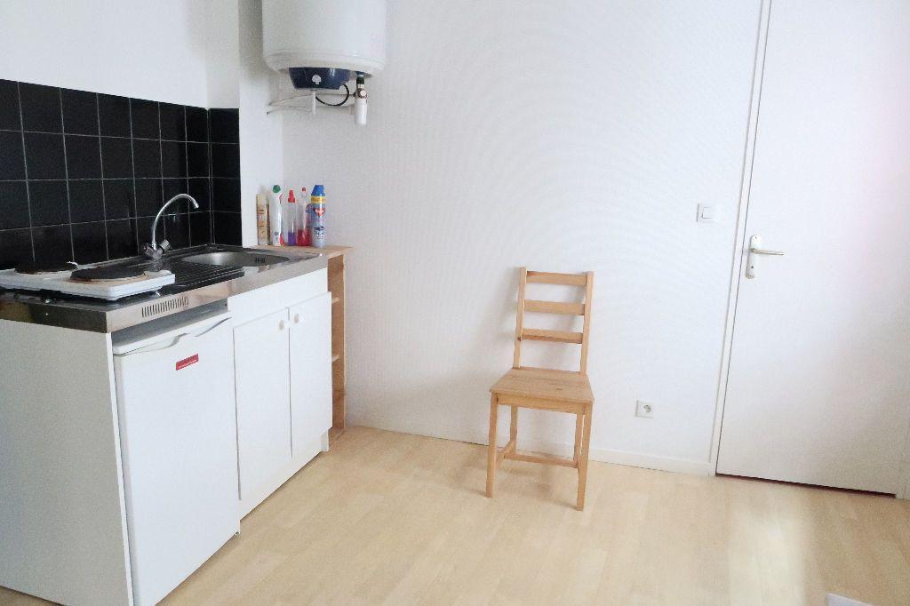 Appartement à louer 1 15.6m2 à Saint-Quentin vignette-2