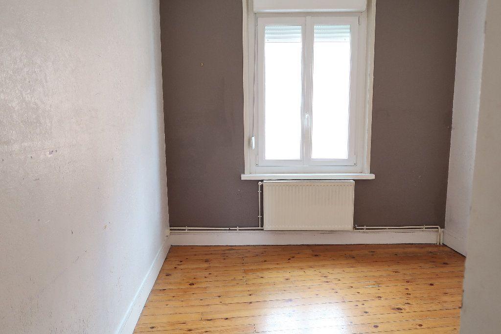 Maison à louer 4 104m2 à Saint-Quentin vignette-4