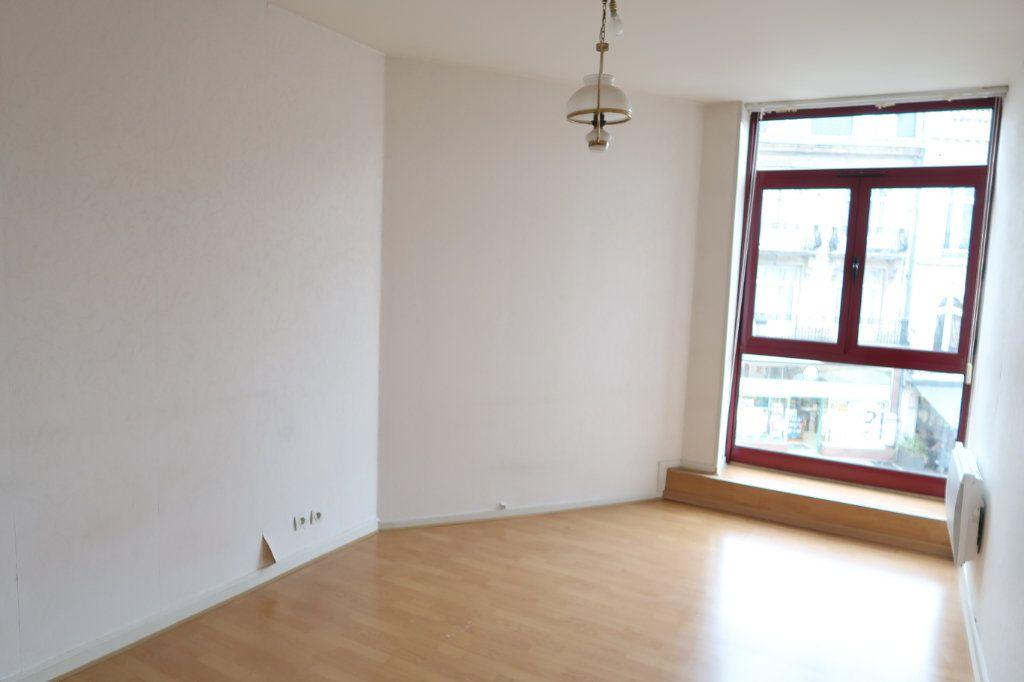 Appartement à louer 4 117m2 à Saint-Quentin vignette-2