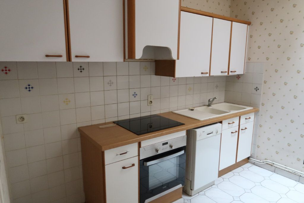 Appartement à louer 4 117m2 à Saint-Quentin vignette-3