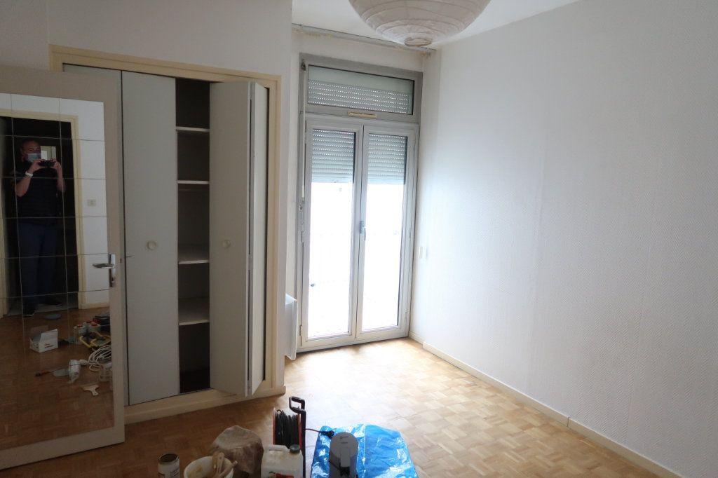 Appartement à louer 4 117m2 à Saint-Quentin vignette-5