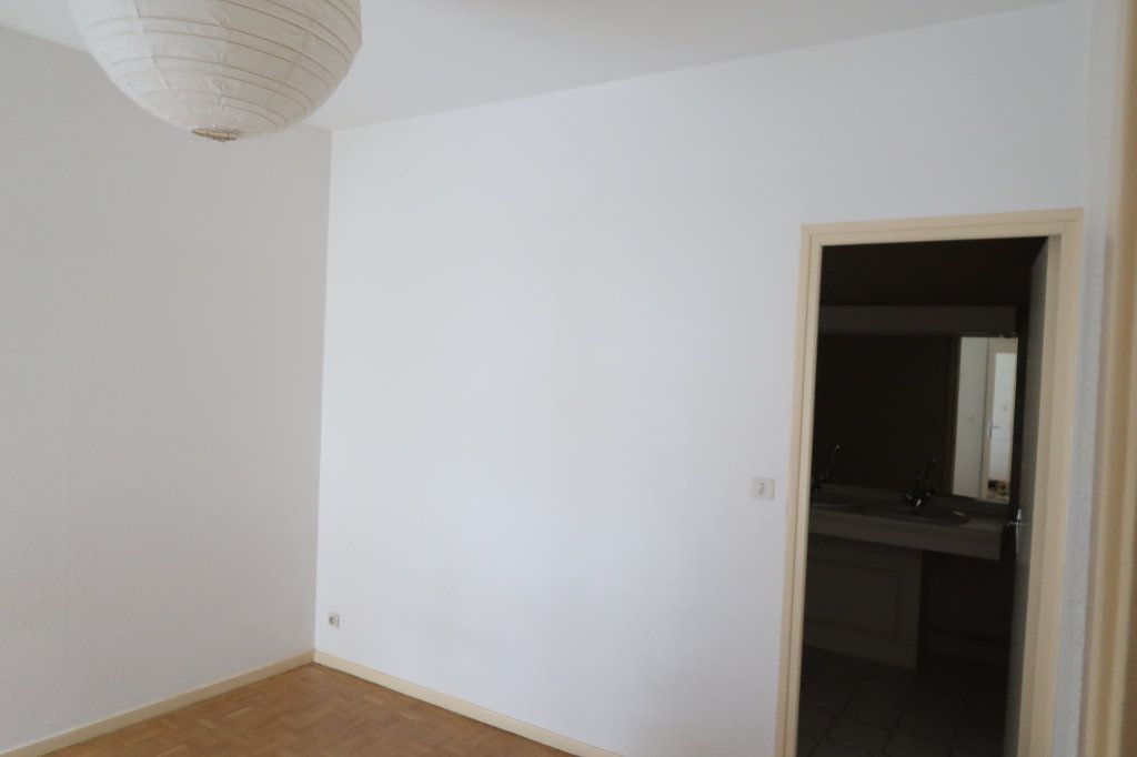 Appartement à louer 4 117m2 à Saint-Quentin vignette-6