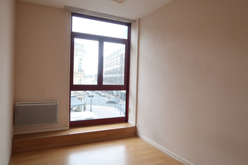Appartement à louer 4 117m2 à Saint-Quentin vignette-9
