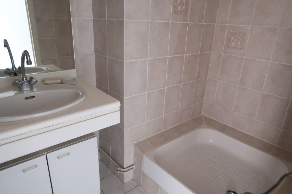 Appartement à louer 4 117m2 à Saint-Quentin vignette-10