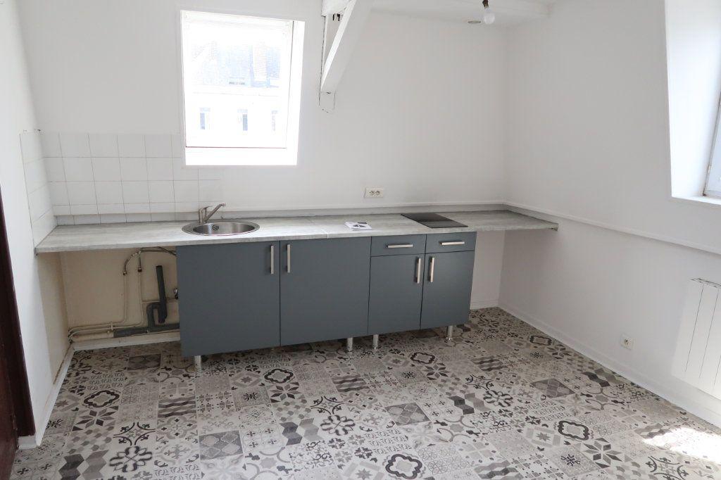 Appartement à louer 2 29m2 à Saint-Quentin vignette-1
