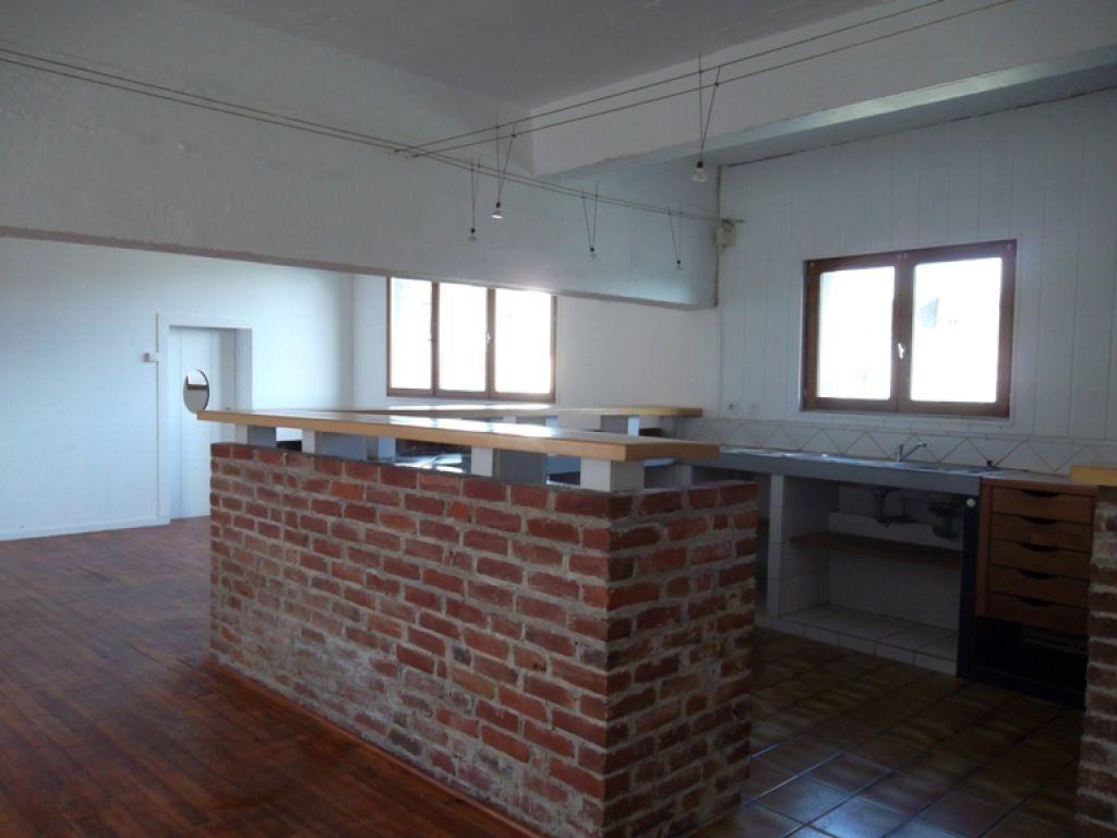 Appartement à louer 3 100m2 à Saint-Quentin vignette-1