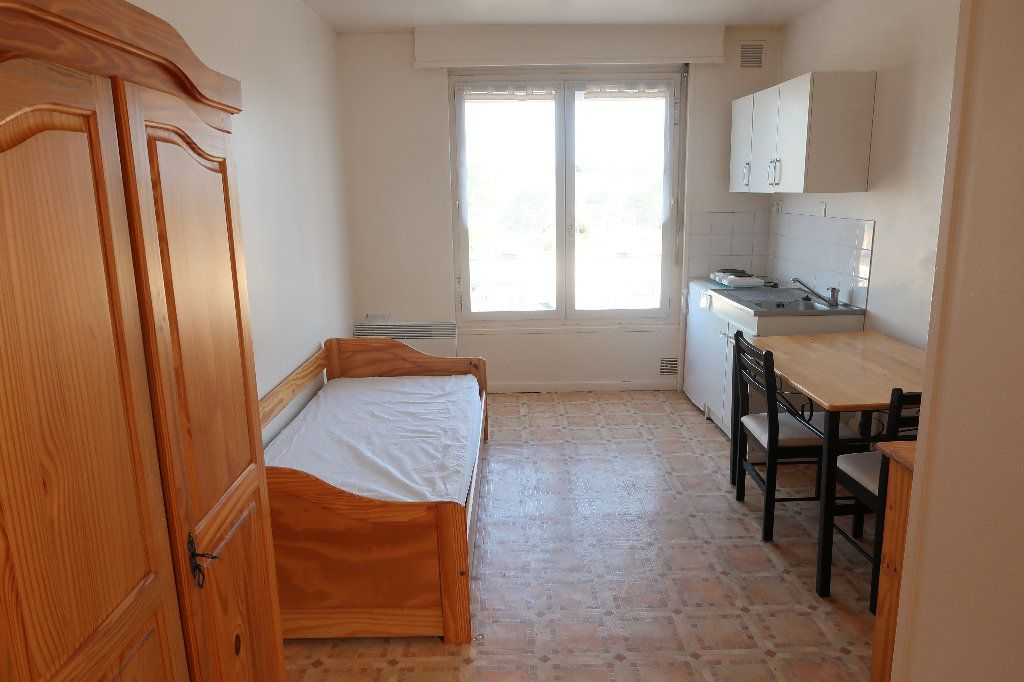 Appartement à louer 1 17.11m2 à Saint-Quentin vignette-1