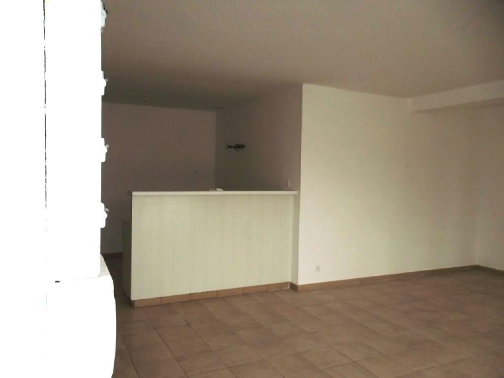 Appartement à louer 3 68m2 à Guise vignette-3