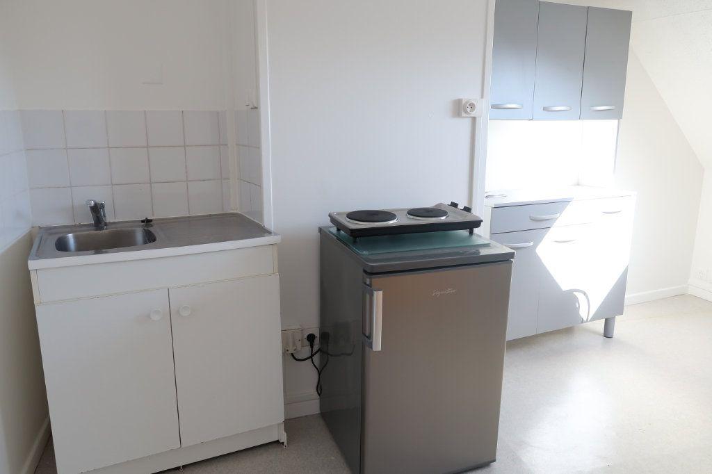 Appartement à louer 1 22.8m2 à Saint-Quentin vignette-2
