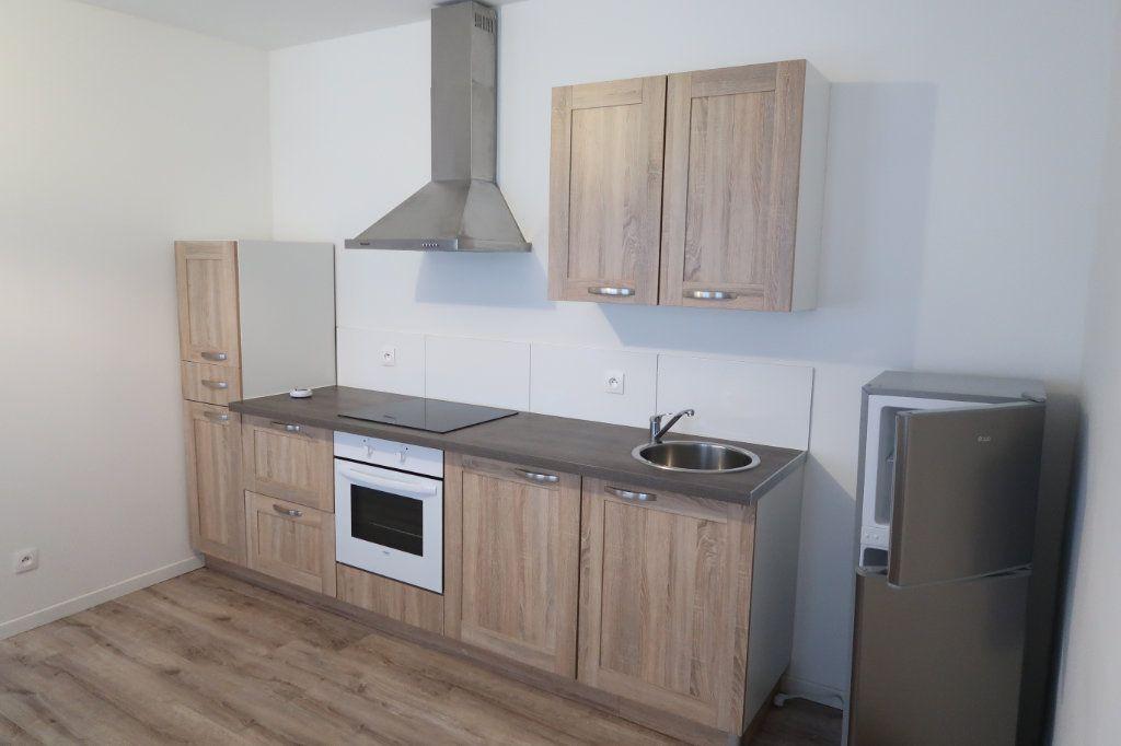 Appartement à louer 1 39.6m2 à Saint-Quentin vignette-2