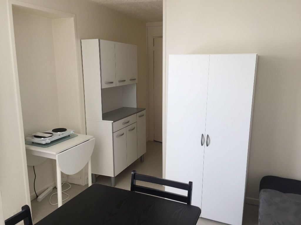 Appartement à louer 1 13.54m2 à Saint-Quentin vignette-2