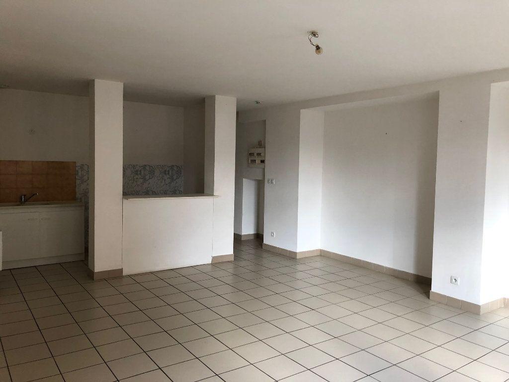Appartement à louer 3 74.66m2 à Chauny vignette-1