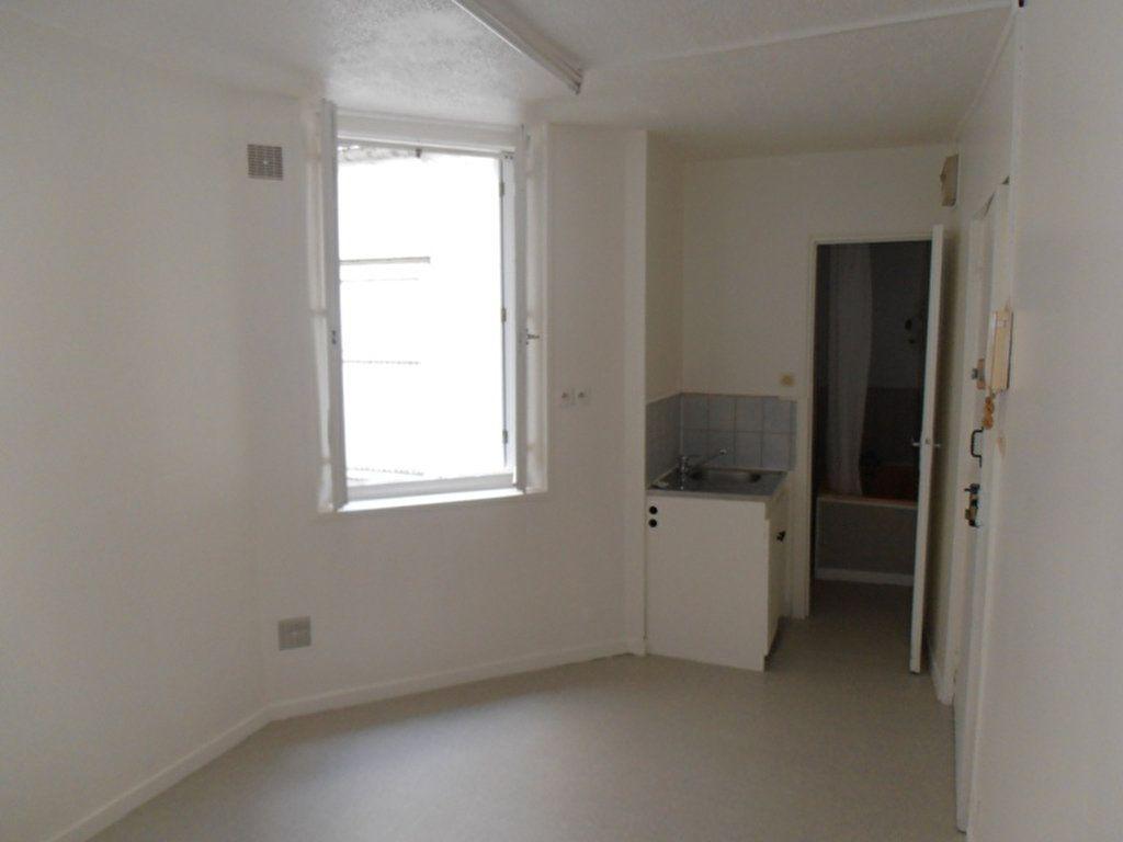 Appartement à louer 1 10.74m2 à Saint-Quentin vignette-1