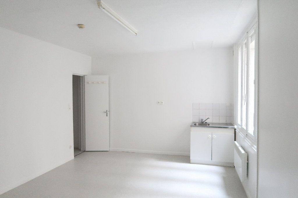 Appartement à louer 1 21.62m2 à Saint-Quentin vignette-1