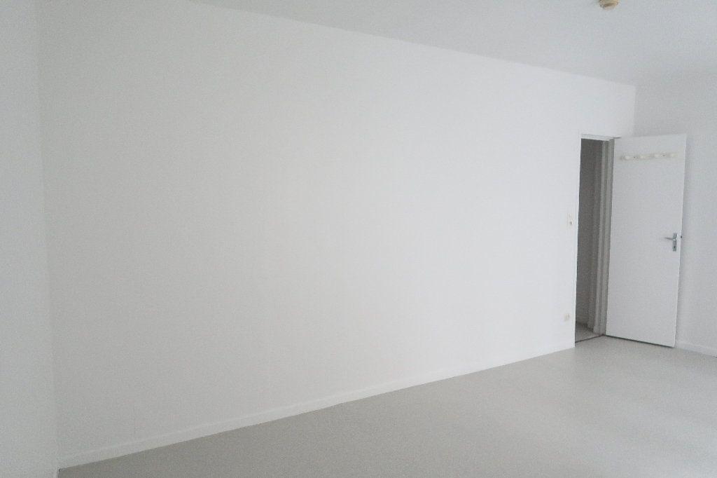 Appartement à louer 1 21.62m2 à Saint-Quentin vignette-2