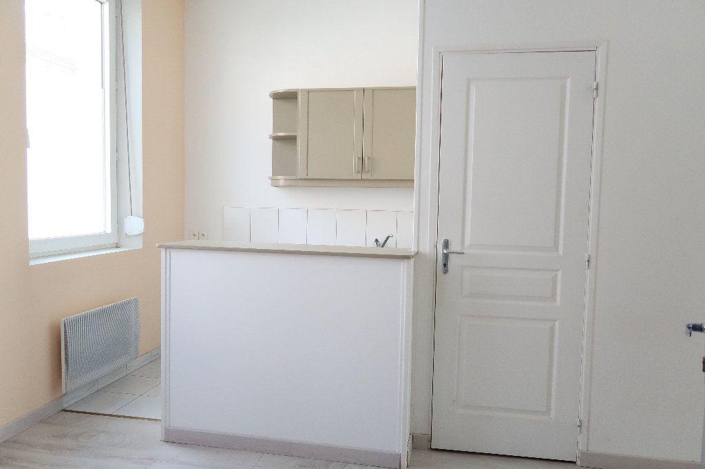 Appartement à louer 2 27.3m2 à Saint-Quentin vignette-1