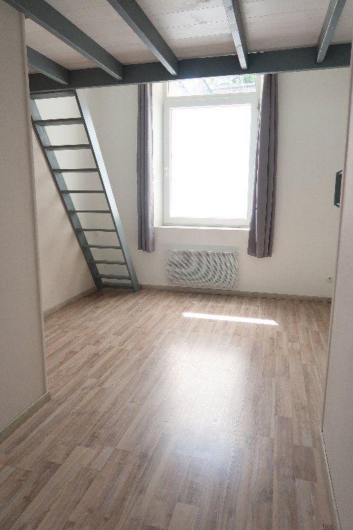 Appartement à louer 2 27.3m2 à Saint-Quentin vignette-2