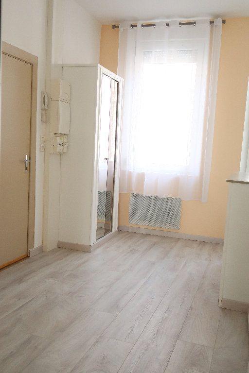 Appartement à louer 2 27.3m2 à Saint-Quentin vignette-3