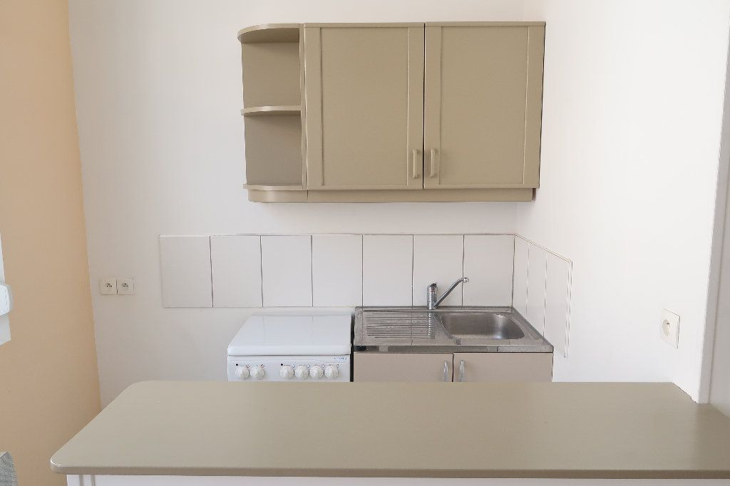 Appartement à louer 2 27.3m2 à Saint-Quentin vignette-4
