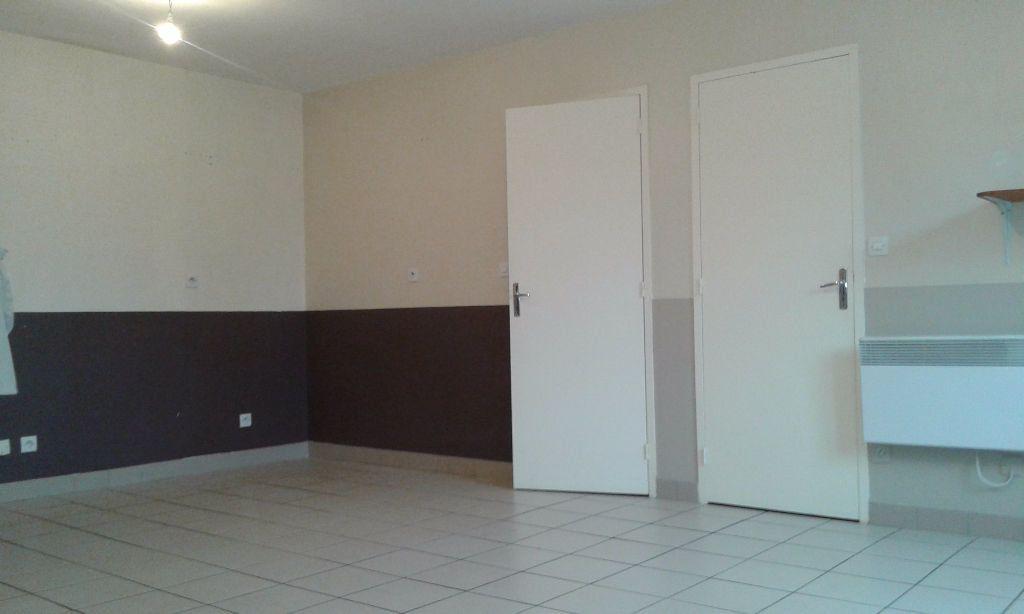 Appartement à louer 4 62.27m2 à Chauny vignette-2
