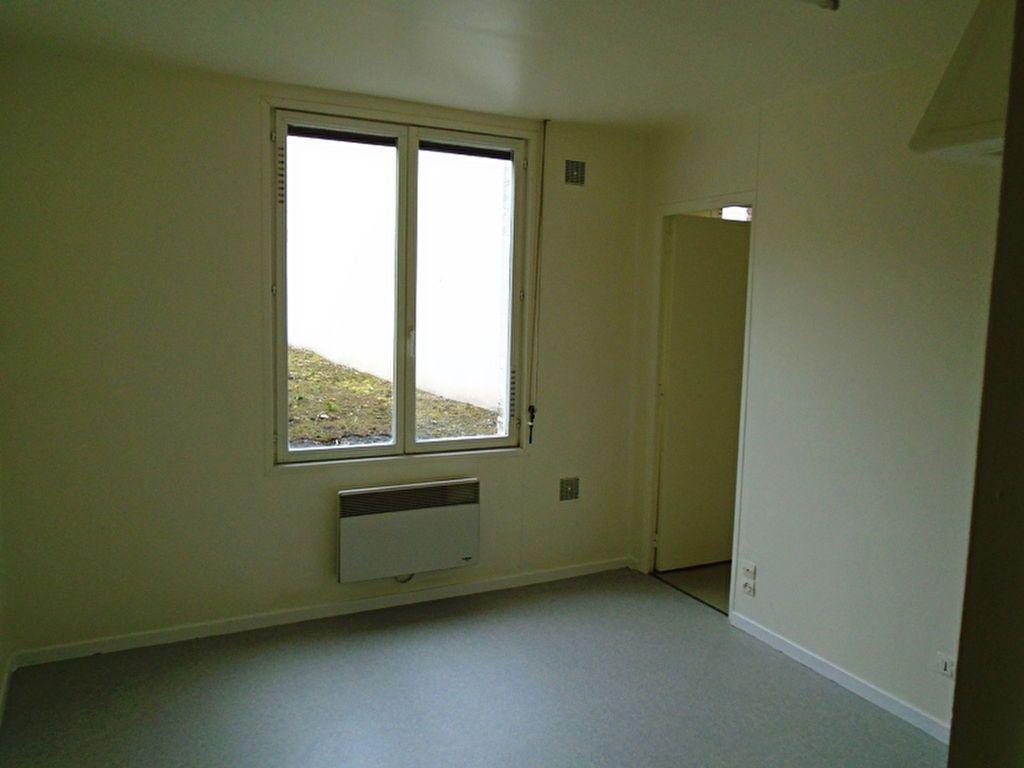 Appartement à louer 1 21.29m2 à Saint-Quentin vignette-1