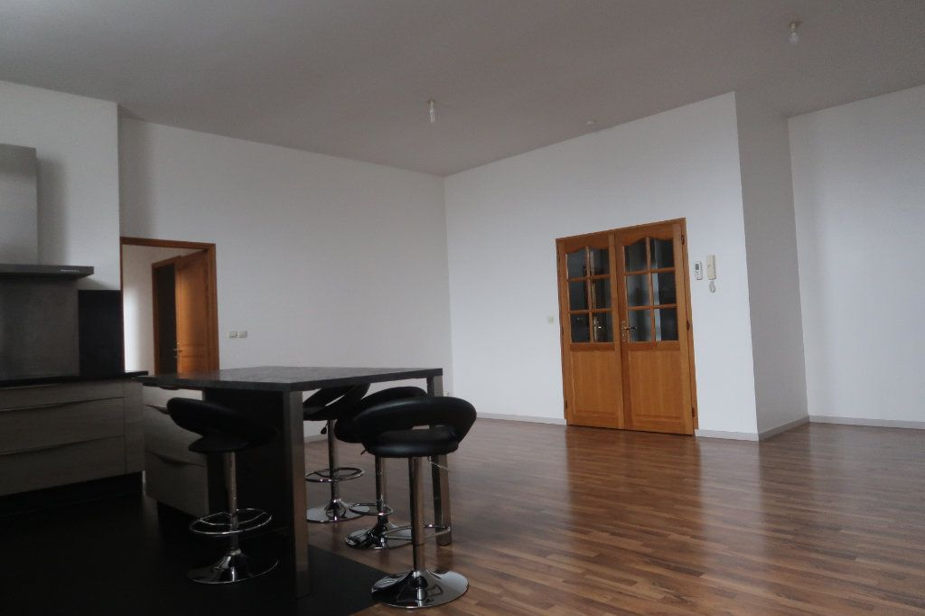Appartement à vendre 4 114m2 à Saint-Quentin vignette-1