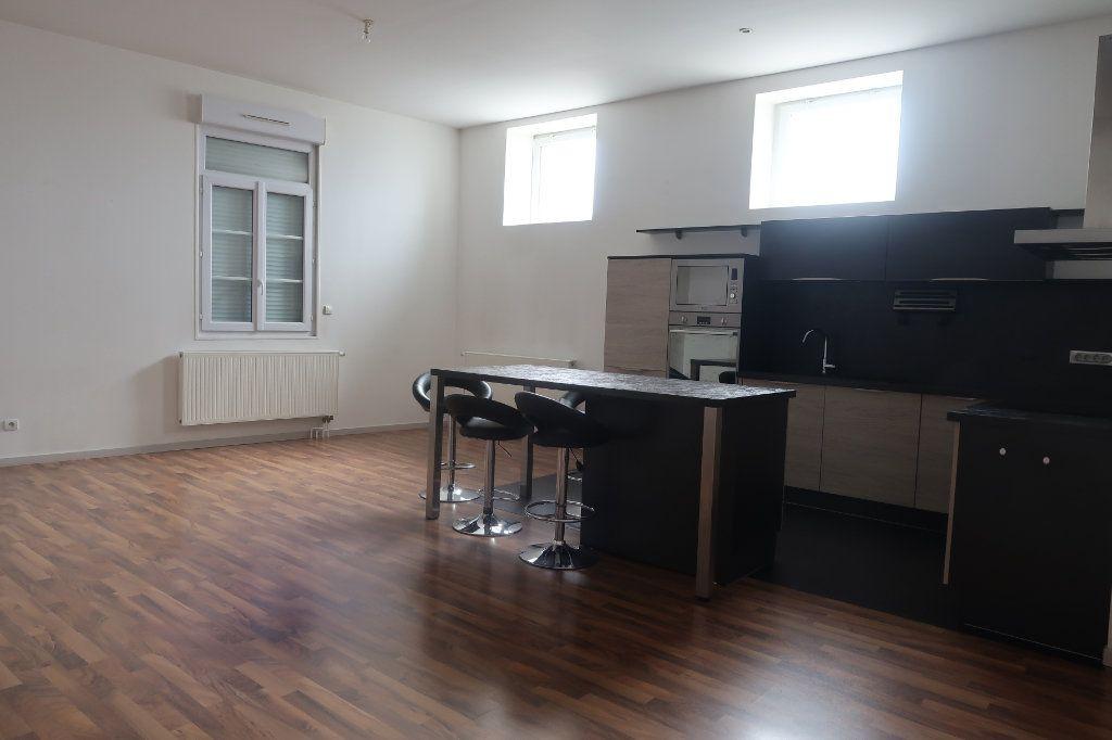 Appartement à vendre 4 114m2 à Saint-Quentin vignette-2