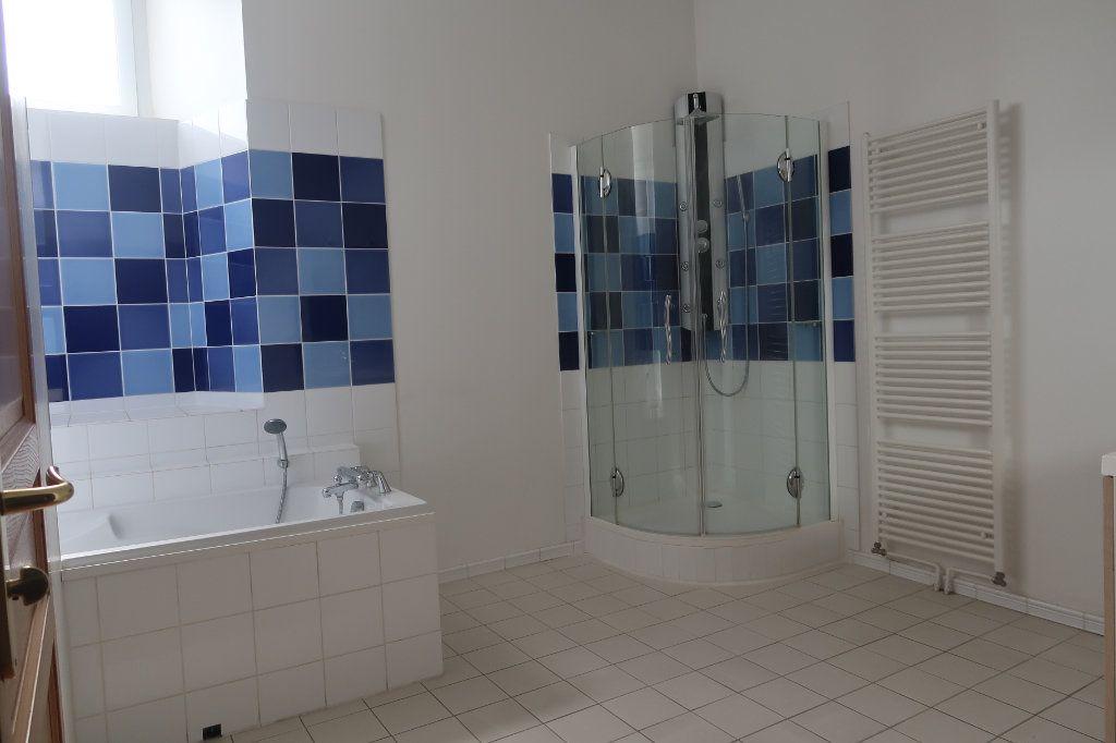 Appartement à vendre 4 114m2 à Saint-Quentin vignette-4