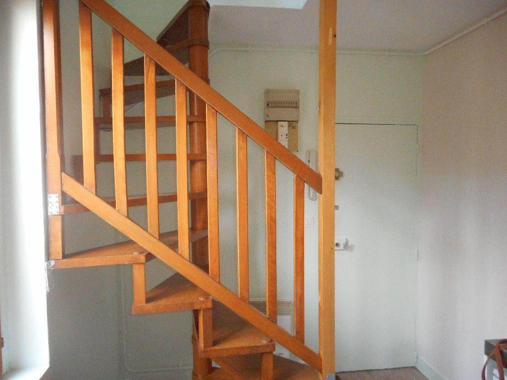 Appartement à louer 2 29m2 à Amiens vignette-3