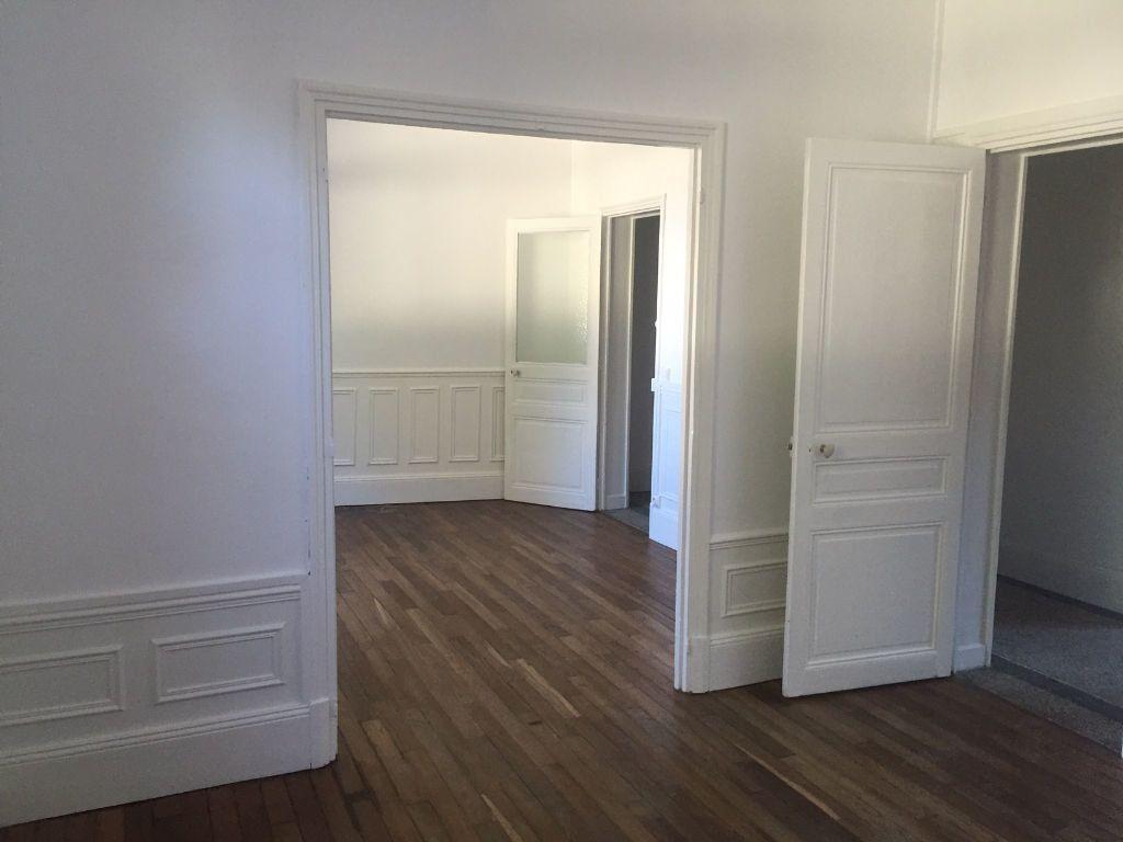 Appartement à louer 3 80m2 à Saint-Quentin vignette-2