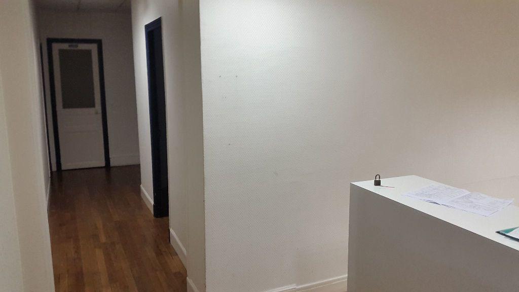 Appartement à louer 4 125m2 à Laon vignette-6