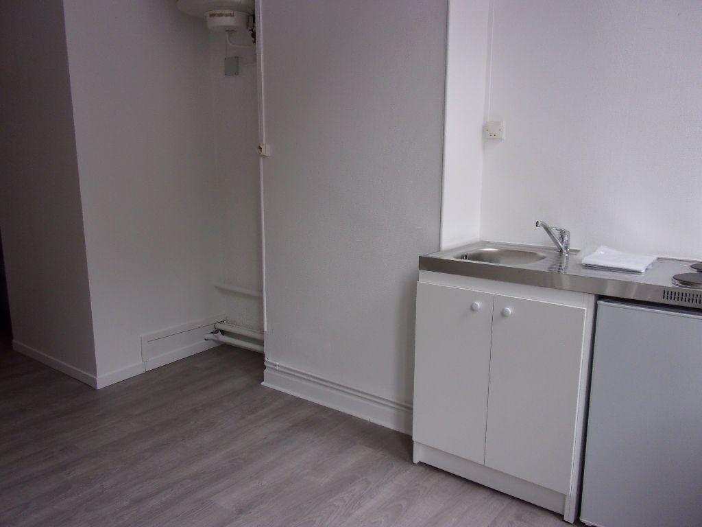 Appartement à louer 2 18.6m2 à Saint-Quentin vignette-1
