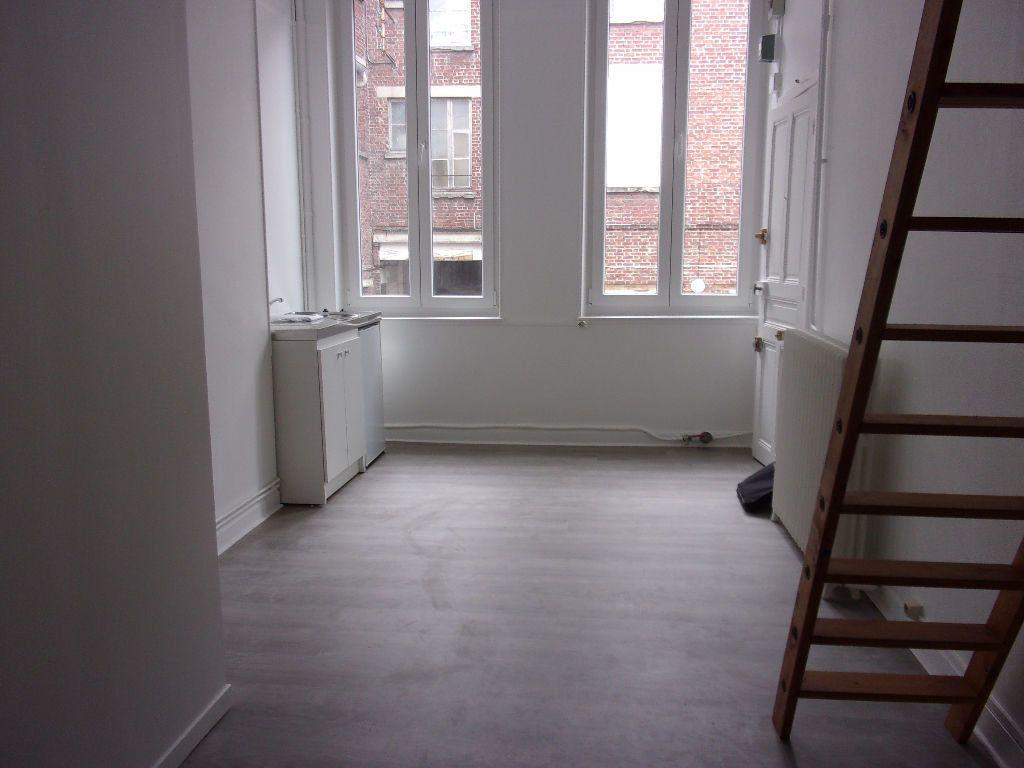 Appartement à louer 2 18.6m2 à Saint-Quentin vignette-2